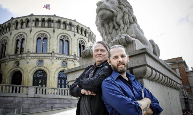 SMAKSPANEL: Kokkene Lars Barmen (til venstre) og Stig Drageide har hjulpet  oss å