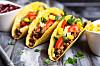 TACO: En ny undersøkelse viser at Sørlendinger spiser nesten dobbelt så mye taco som Nordlendinger.  Foto: Shutterstock / George Dolgikh