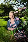 VAR ENSOM: Det var i fjor sommer June Kleven (39) reiste seg opp av sofaen og sendte en melding til lokalavisa om hvor ensom hun følte seg.      Foto: Marianne Otterdahl Jensen