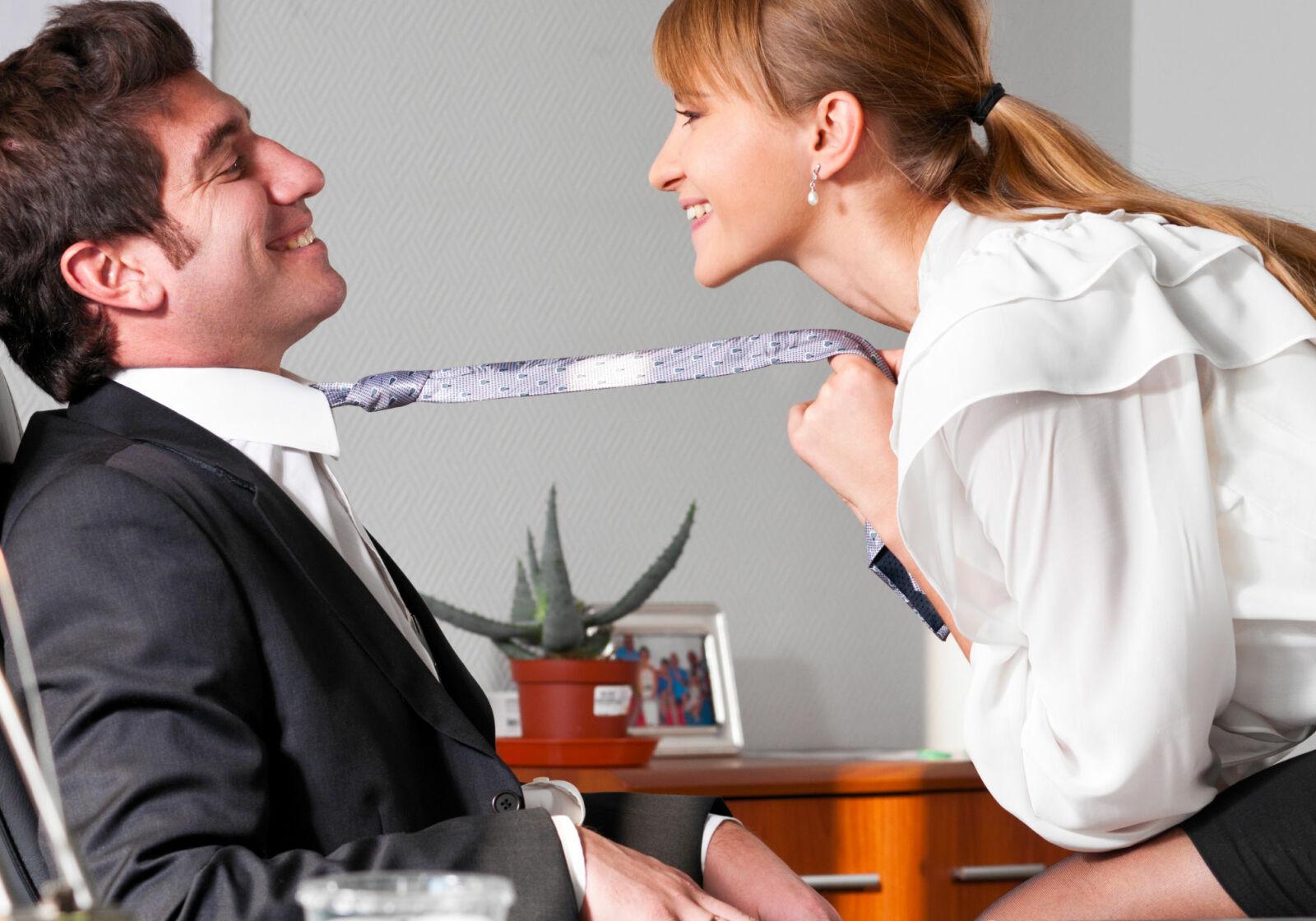 Студентка соблазняет парня, Сисястая русская студентка соблазнила парня на секс 15 фотография